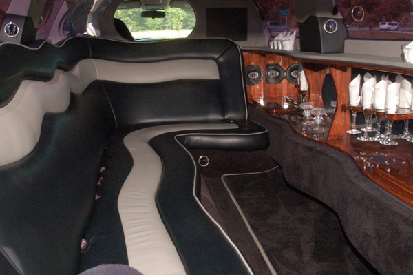 10 passenger black chrysler 300 interior